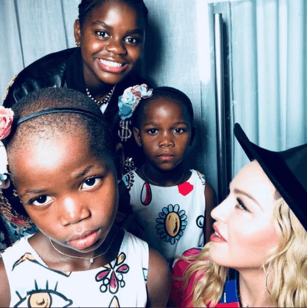 Madonna com as filhas Stere, Stelle e Mercy - Reprodução/Instagram/madonna