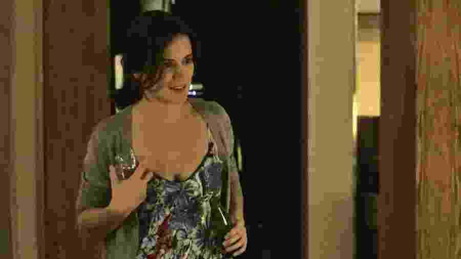 Clara (Bianca Bin) descobre que sua antiga amiga Raquel (Erika Januza) é a nova juíza de Palmas - Gshow/Reprodução