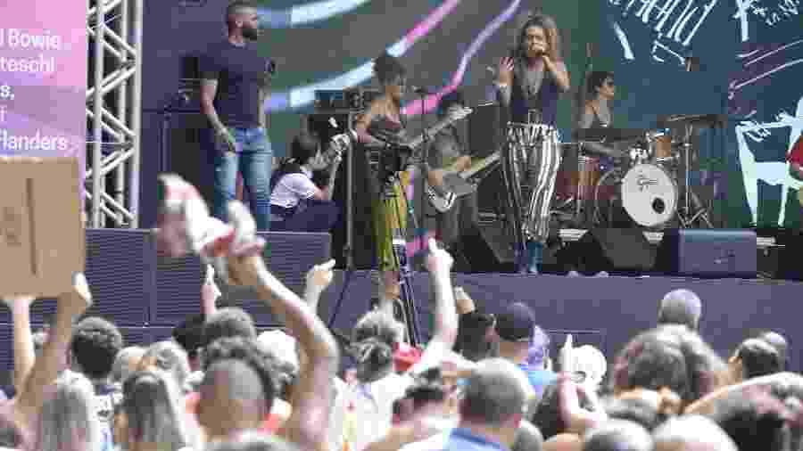 Tributo a Rita Lee: Bahia e a Cozinha Mineira cantam no aniversário de 464 anos de SP - Débora Klempous/UOL