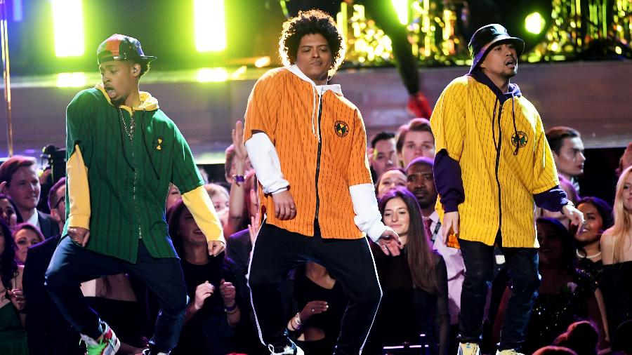 Bruno Mars se apresenta no palco do Grammy 2018 - Getty Images