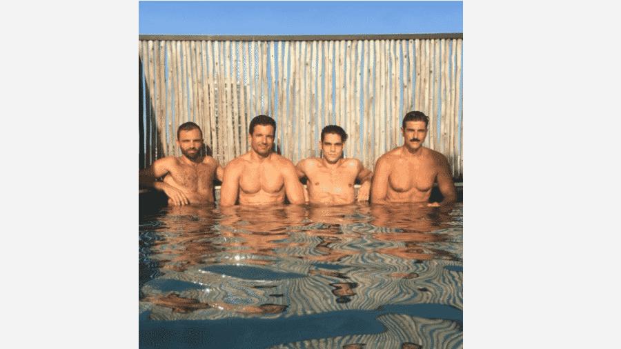 Reynaldo Gianecchini curte piscina com amigos - Reprodução/Instagram
