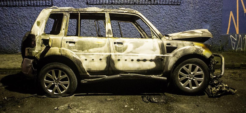 Pajero TR4 incendiado: roubos e furtos de veículos no Rio subiram 30%, de 2016 a 2017, e outros 26%, no começo de 2018 - Eduardo Anizelli/Folhapress