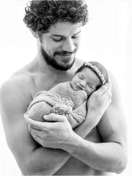 O ator José Loreto com a filha Bella - Reprodução / Instagram