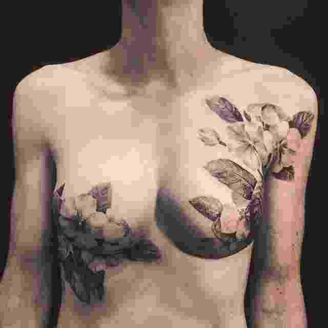 Tatuagem nos seios sobre cicatriz de mastectomia - Reprodução/Instagram