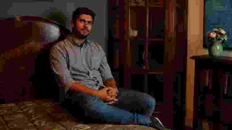 12.mai.2014 - Filho de Renato Russo, Giuliano Manfredini, no quarto que foi do pai, no bairro de Ipanema, no Rio de Janeiro - André Lobo/UOL - André Lobo/UOL