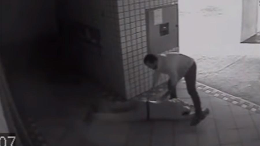 Repórter Rodrigo Maia, da rede Gazeta, agride homem durante briga que começou no elevador do condomínio onde mora - Reprodução/Youtube