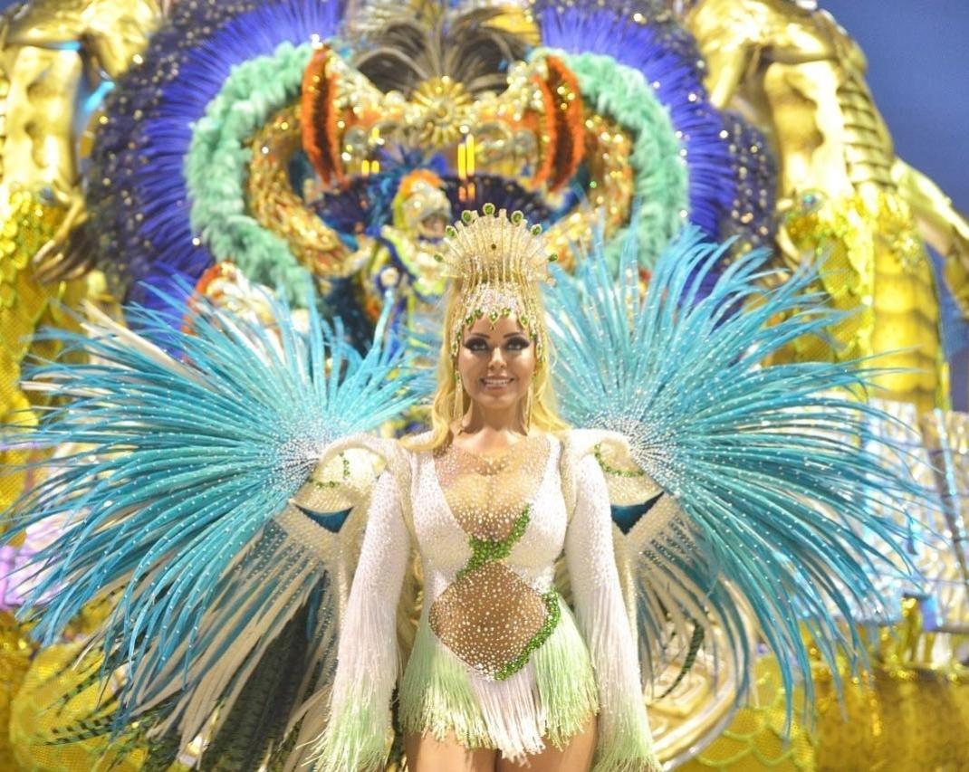 0baebeacb9b33 Carnaval 2019  Madrinha da Vila Maria sofre ameaças e desiste de usar penas  no Carnaval - CarnaUOL