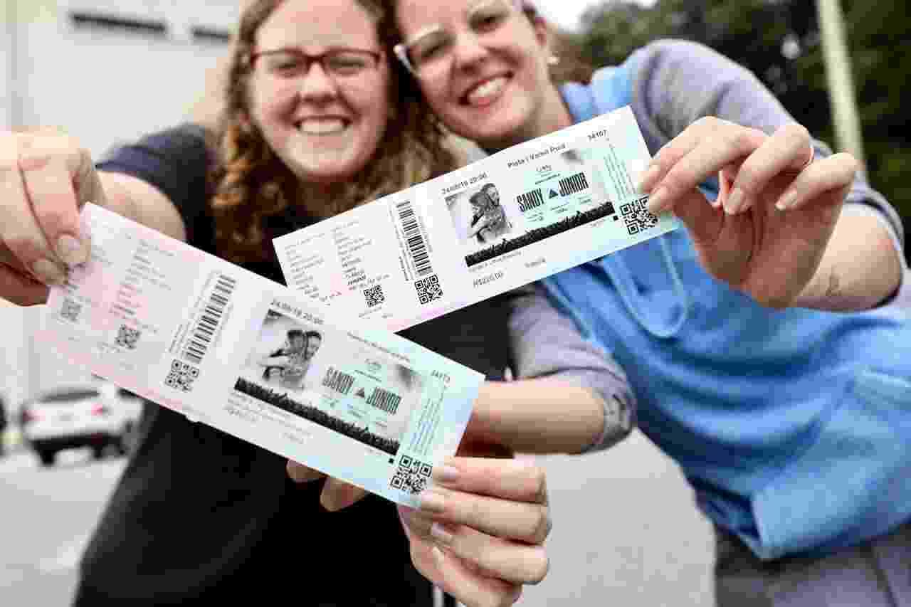 Público faz fila no Estádio do Pacaembu para comprar ingressos para o show de Sandy e Junior - Mariana Pekin/UOL