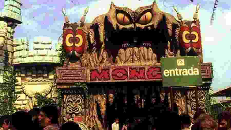 Inaugurada em 1974, a Monga do Playcenter foi a mais célebre de todas as mulheres-gorila. A atração foi destruída num incêndio, em junho de 1988 - Divuglação/Playcenter