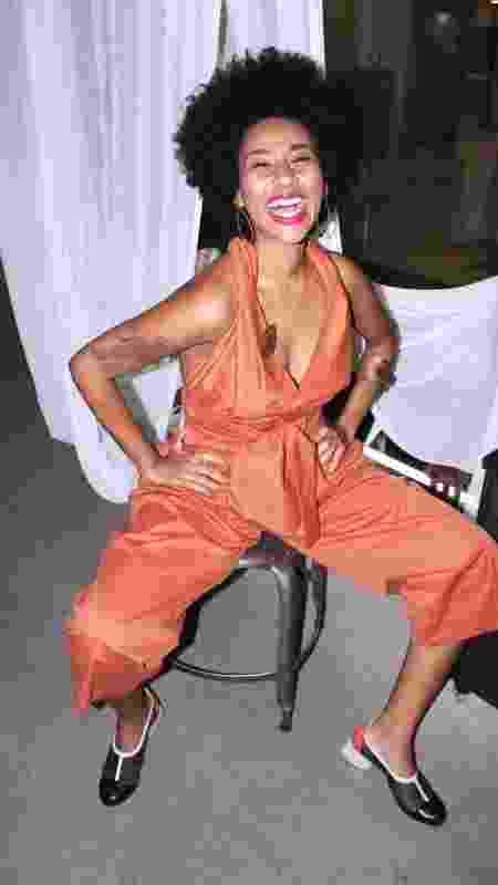 Nascida em Madureira, no coração do subúrbio carioca, Izabella alia moda a posicionamentos políticos. Estudou moda na Pontifícia Universidade Católica, instituição tradicional da elite da cidade e relaciona moda à política. - Reprodução