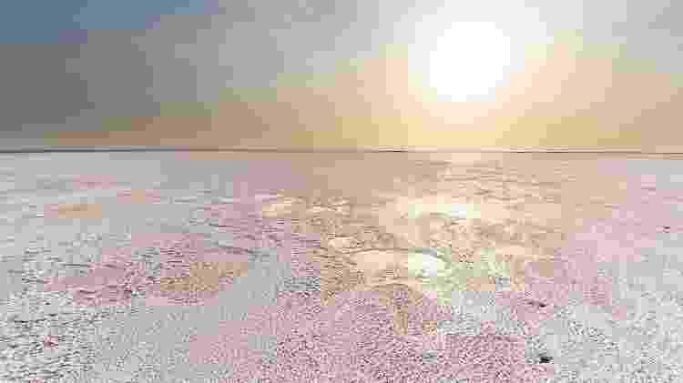 """O lago Assale é outra paisagem """"alienígena"""" que existe na Depressão de Danakil - luisapuccini/Getty Images/iStockphoto - luisapuccini/Getty Images/iStockphoto"""