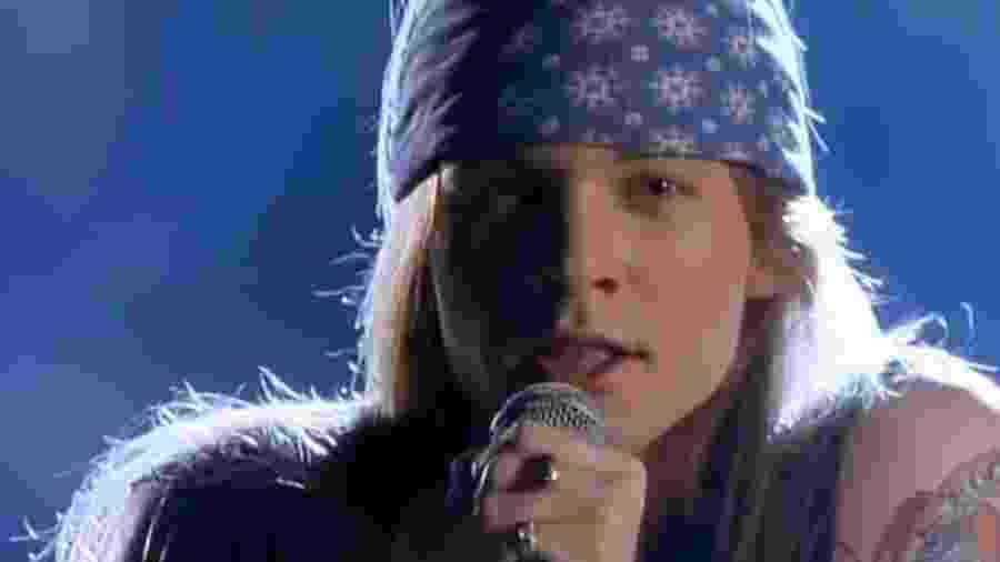 "Axl Rose no clipe Sweet Child O"" Mine, do Guns N"" Roses - Reprodução/YouTube/Guns N"" Roses"
