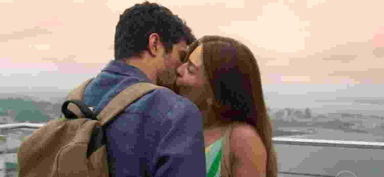 """Paloma e Marcos se beijam em """"Bom Sucesso"""" - Reprodução/TV Globo"""