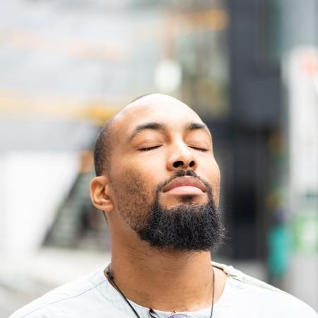 Mindfulness utiliza a técnica de atenção plena nas atividades - iStock