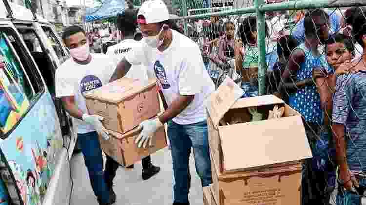 Entrega de cestas da Frente CDD na Cidade de Deus, no Rio - Divulgação - Divulgação