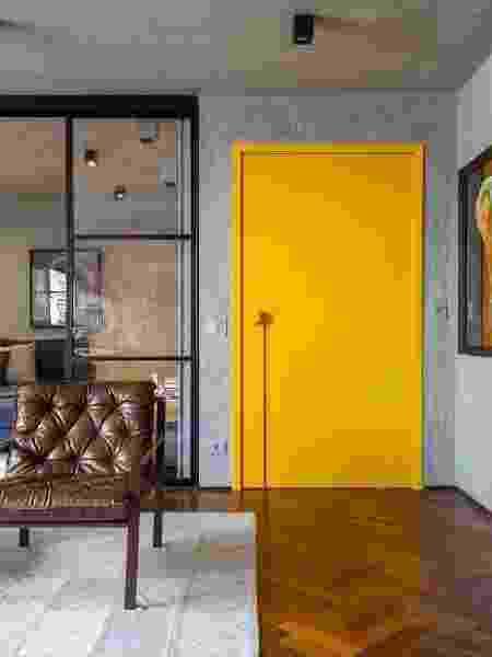 Colorir as portas de casa pode ser um truque básico para renovar a decoração dos cômodos - Reprodução/Pinterest