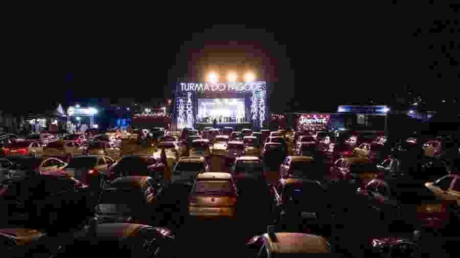 Turma do Pagode faz show em drive-in - Reprodução/Instagram