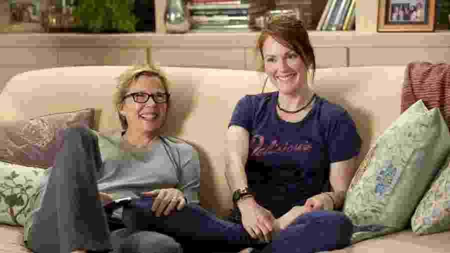 """Julianne Moore e Annette Bening em cena de """"Minhas Mães e Meu Pai"""" (2010) - Copyright UGC Ph"""