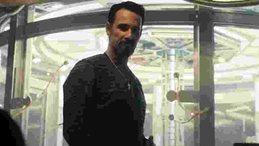 """Rodrigo Santoro em cena de """"Power"""", da Netflix - Reprodução"""