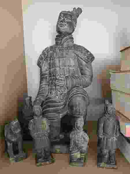 Guerreiro de Xian, souvenir da viagem de Cláudia à China - Arquivo pessoal - Arquivo pessoal