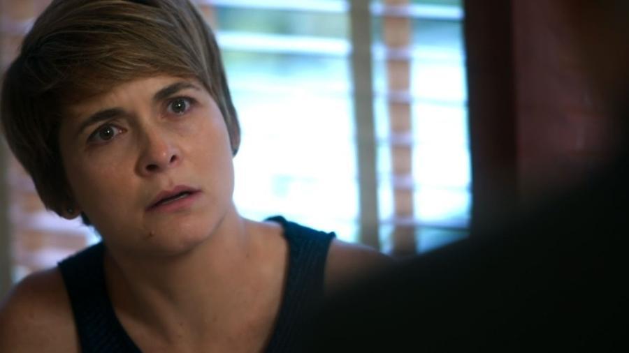 """Helô (Claudia Abreu) se espanta ao descobrir que Pedro tem uma filha em """"A Lei do Amor"""" - Reprodução/GShow"""