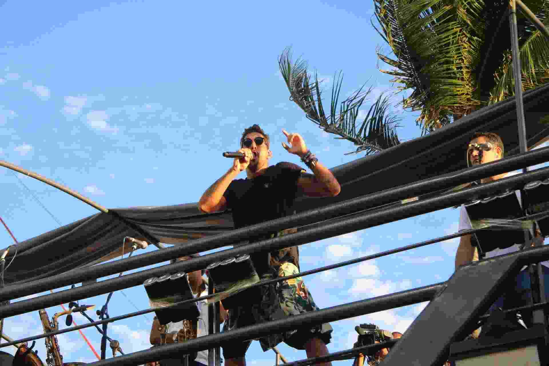 Felipe Pezzoni, vocalista da Banda Eva, agita foliões no circuito Barra-Ondina em Salvador - Fabio Moreno/AgNews