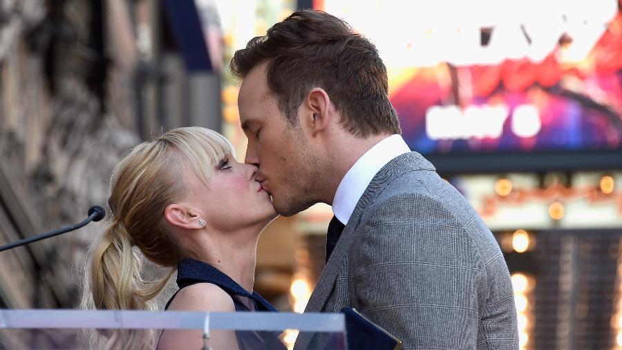 Chris Pratt beija Anna Faris ao receber estrela na Calçada da Fama de Hollywood  - Kevork Djansezian/Getty Images/AFP