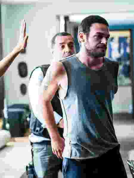 """Rubinho (Emilio Dantas) é preso no esconderijo em """"A Força do Querer"""" - João Miguel Júnior/TV Globo - João Miguel Júnior/TV Globo"""