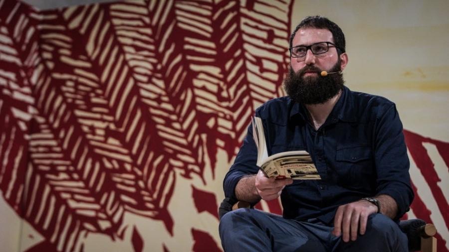 O escritor paulistano Julián Fuks, durante a Flip 2017 - Bruno Santos/Folhapress