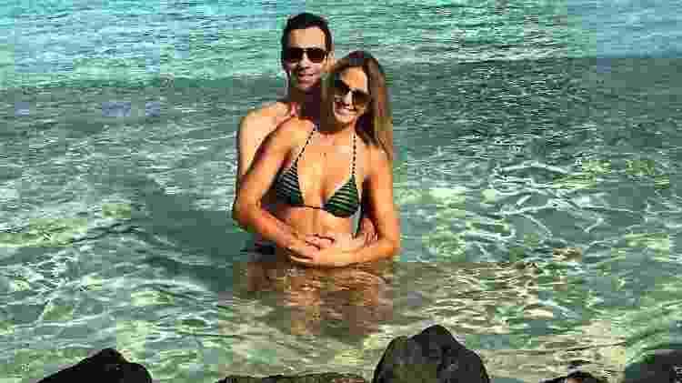 """""""Amor meu eterno amor"""", escreveu Ticiane Pinheiro ao publicar a primeira imagem do casal na lua de mel - Reprodução/Instagram/ticianepinheiro - Reprodução/Instagram/ticianepinheiro"""