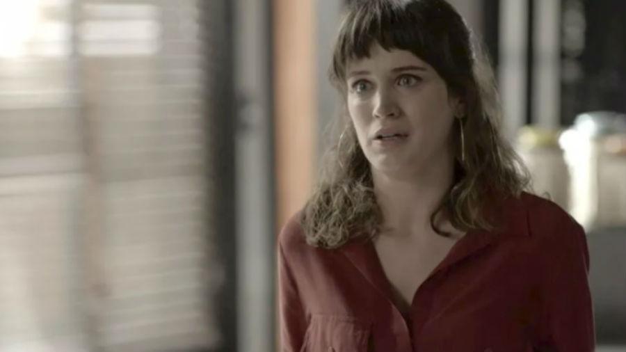 Clara se desespera com possibilidade de ser presa pelo assassinato de Laerte - Reprodução/GShow/O Outro Lado do Paraíso