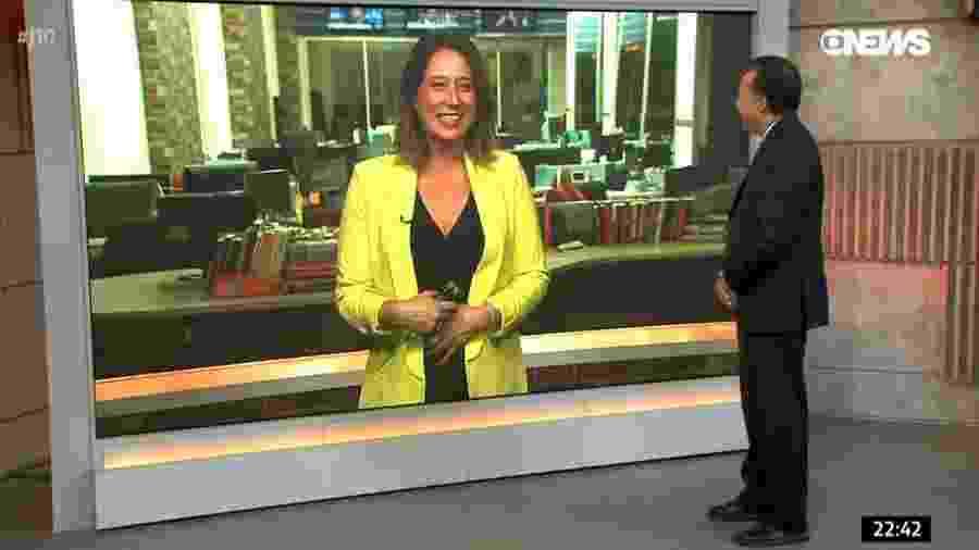 """Heraldo Pereira """"entrega"""" no """"Jornal das Dez"""" que a repórter Carolina Cimenti está grávida - Reprodução/GloboNews"""