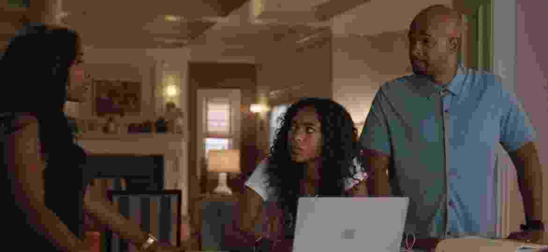 """Chandler Kinney (centro) com Keesha Sharp e Damon Wayans em """"Máquina Mortífera"""" - Divulgação"""