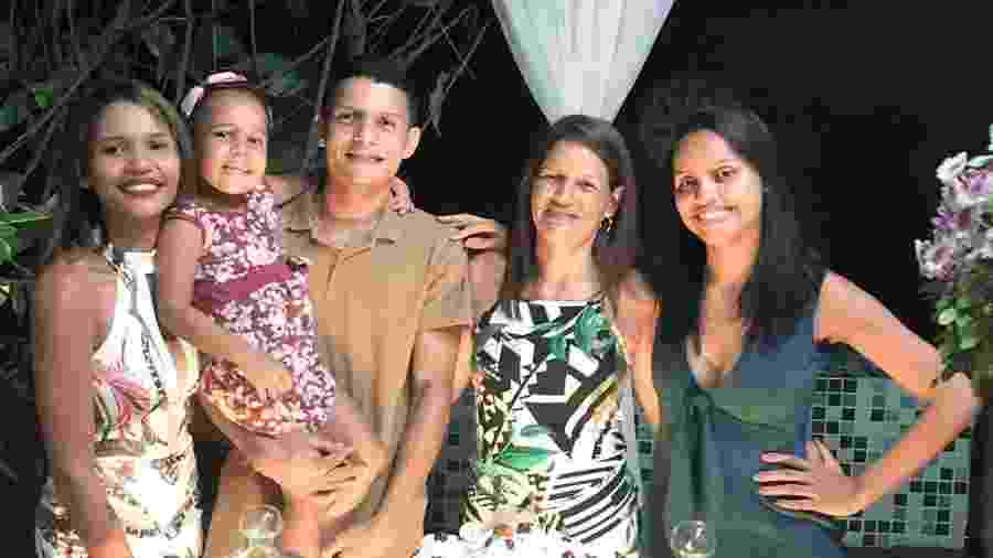 Gleici deu de presente uma casa para mãe Vanuzia, em Rio Branco - Reprodução/Instagram/@gleicidamasceno