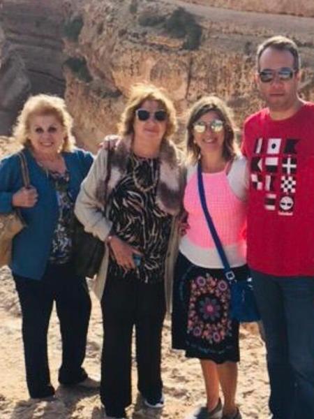a08a85b776472 Daniela Beyruti posta foto rara de duas irmãs de Silvio Santos - 13 ...