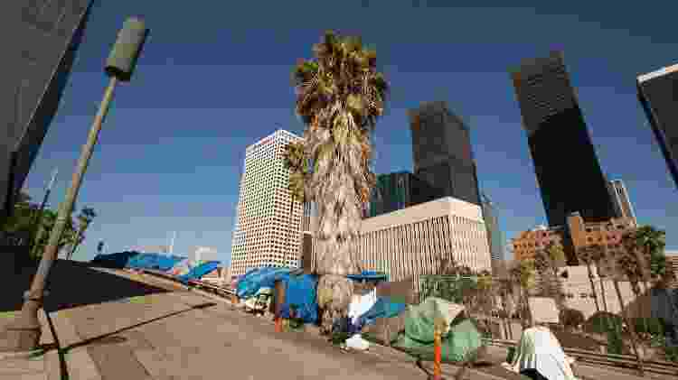 Barracas de moradores de rua no centro de Los Angeles - Matt Gush/iStock