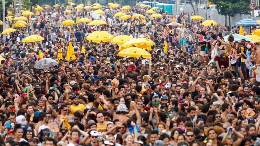 Foliões se divertem no bloco Navio Pirata Com BaianaSystem, na avenida Tiradentes, região central de São Paulo - Marcelo Justo/UOL