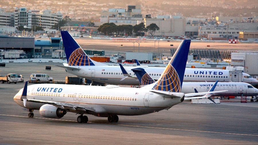 Aviões da United Airlines, no aeroporto internacional de São Francisco, Califórnia - Chameleonseye/Getty Images