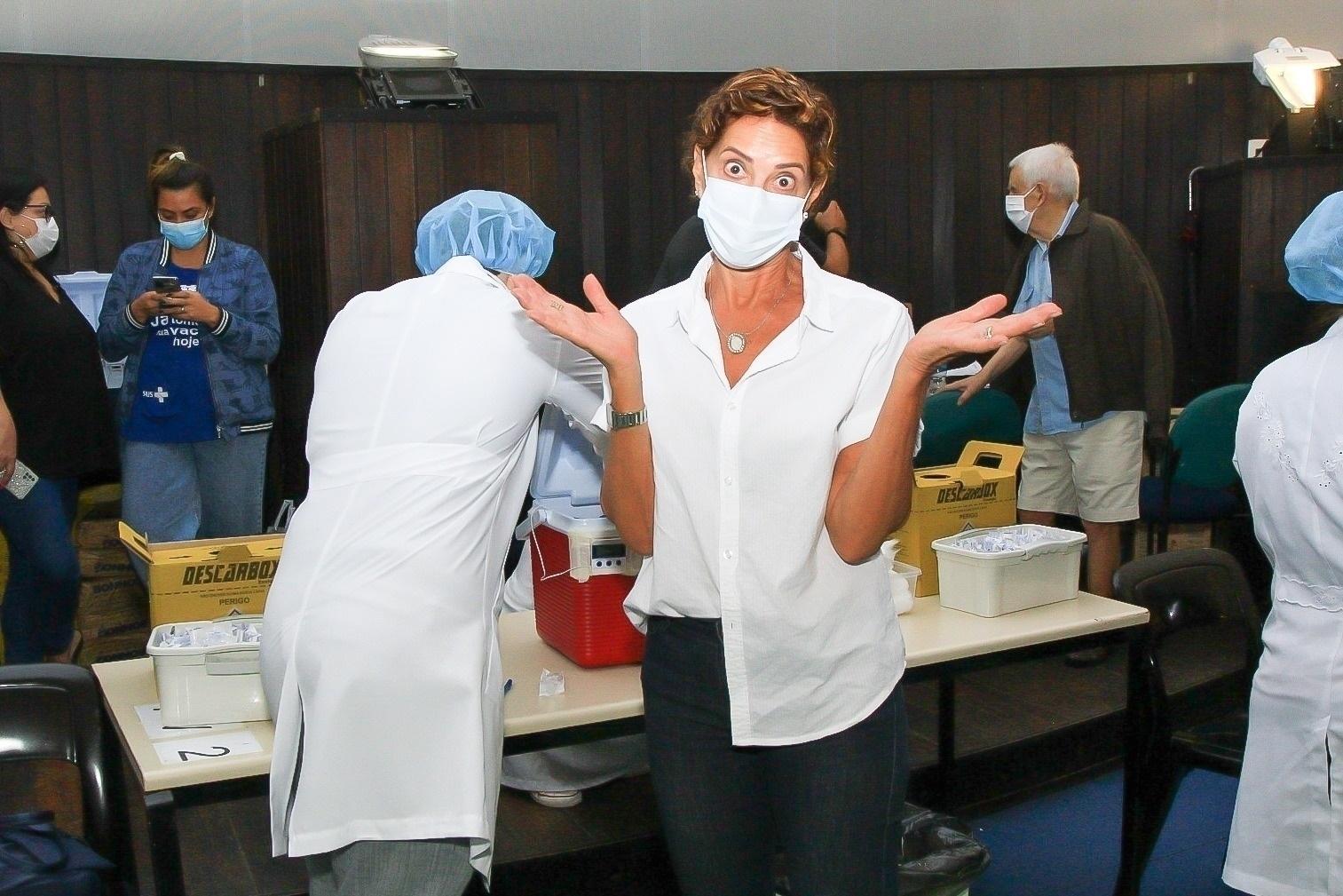 Ângela Vieira toma segunda dose da vacina - Fabricio Silva / AgNews