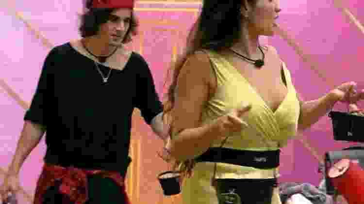 BBB 21: Fiuk reclama de bebidas - Reprodução/Globoplay - Reprodução/Globoplay