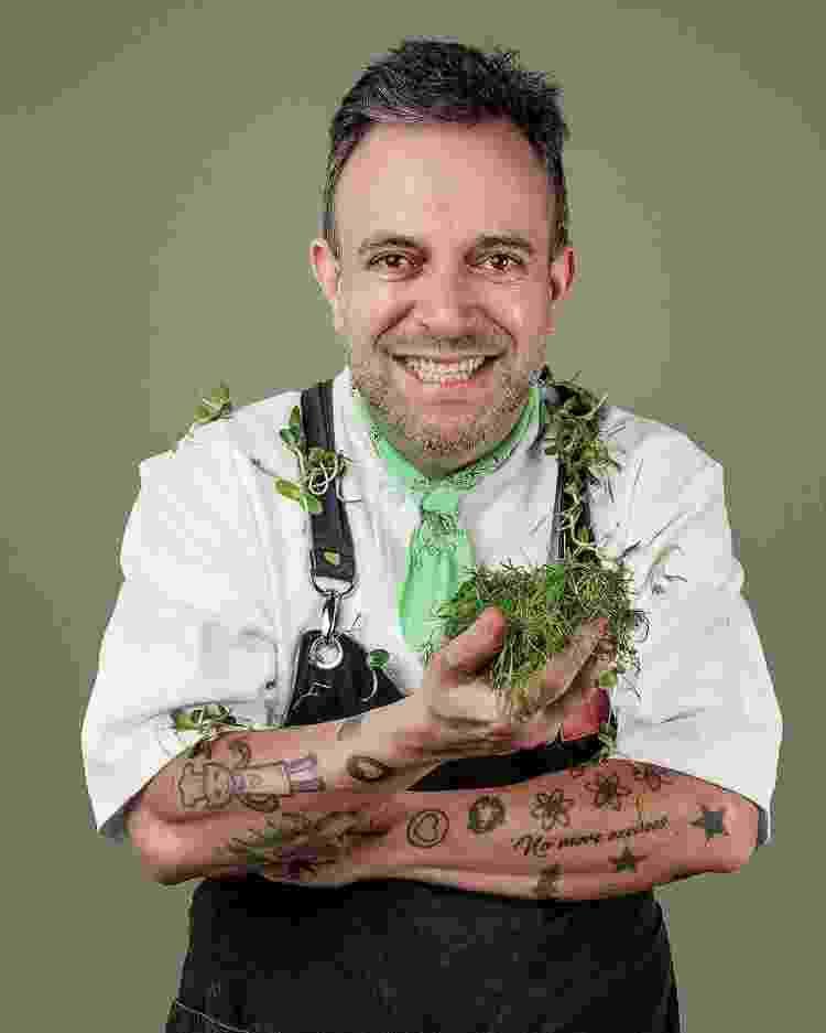 O chef André Barros é um estudioso dos ingredientes e sabores goianos - Reprodução Instagram - Reprodução Instagram