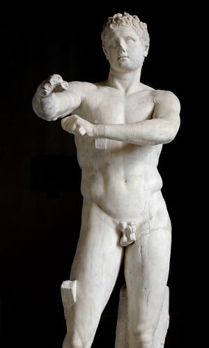 A estátua Apoxyomenos foi criada por Lysippus, um escultor da corte de Alexandre, o Grande, um ícone homossexual