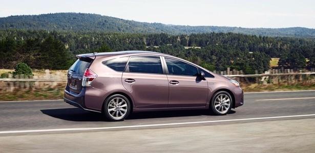 Toyota Prius V (foto), versão perua do modelo, e o hatch/perua Auris estão envolvidos - Divulgação