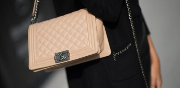 76f99cf2d Réplicas de bolsas como Chanel são vendidas por preços a partir de R$ 2 mil  Imagem: Getty Images