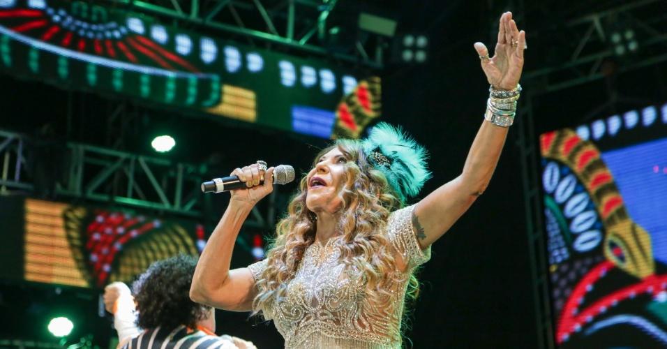 5.fev.2016 - Elba Ramalho é uma das convidadas pelo Maestro Forró e osquestra da Bomba do Hemetério, no Carnaval do Marco Zero, no Recife