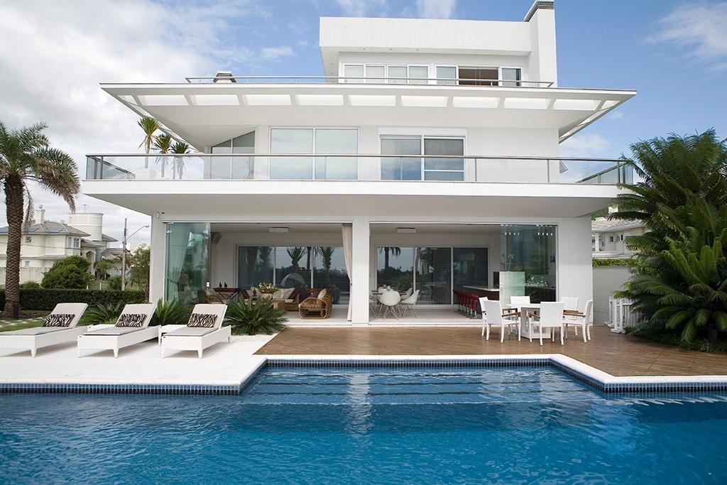 Casa com m tem sal o de festas e piscina para for Apartamentos con piscina en alcoceber