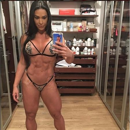 Gracyanne Barbosa está cada dia mais forte e gosta de exibir seu corpo na Internet - Reprodução/Instagram/@graoficial