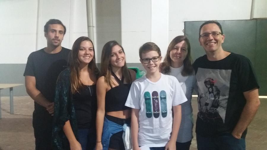 Da esquerda para a direita, Manoel, Beatriz, Bruna, Felipe e o casal Fernanda e Marcelo Salles - Ana Cora Lima