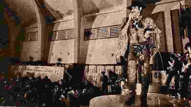 Rara imagem da apresentaēćo de Ney na Penitenciįria Lemos de Brito - Reproduēćo