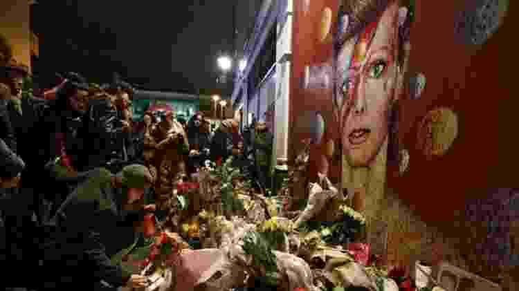 Criado por Jimmy C, mural de David Bowie virou uma espécie de altar em homenagem ao músico - Getty Images - Getty Images